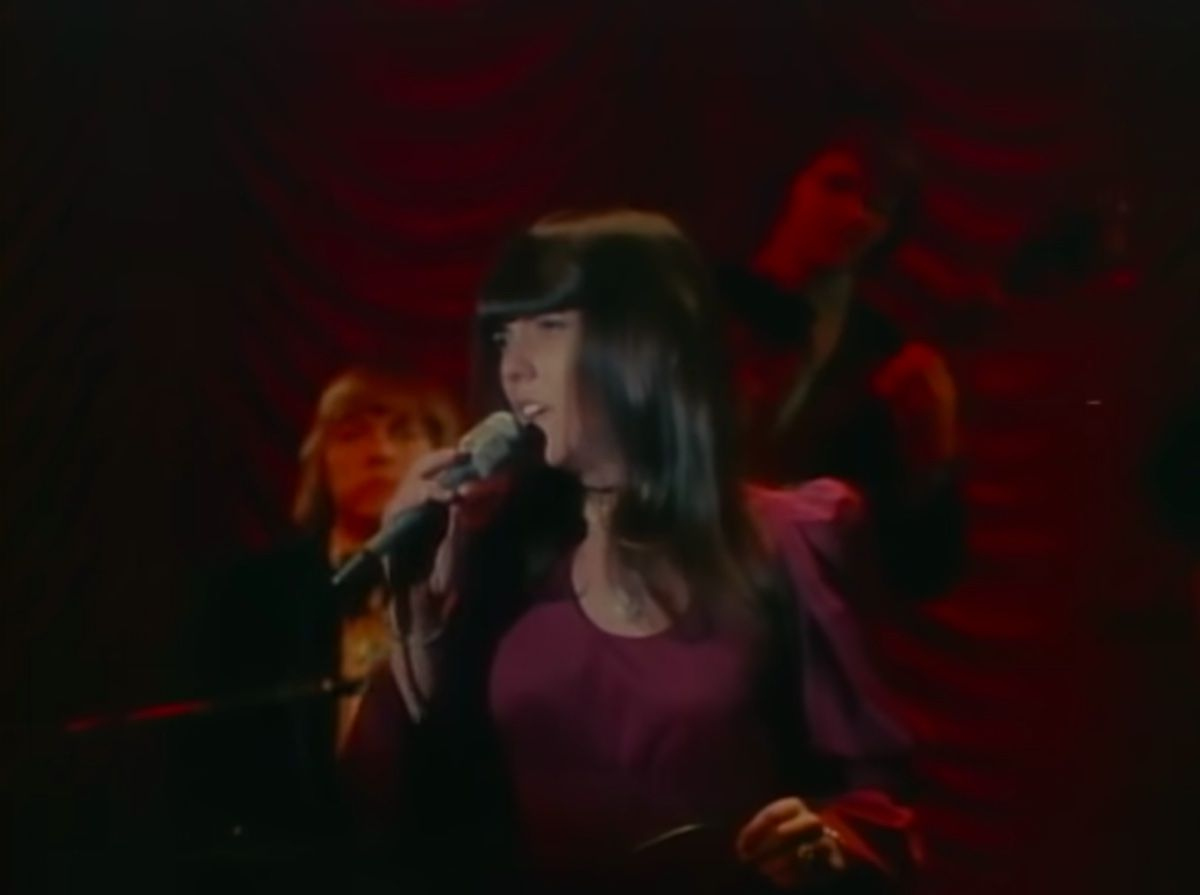 Karen Carpenter interpretando